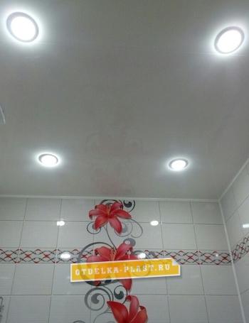 Пластиковая панель белый глянец 3000x400x8